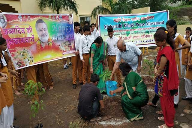 Maharishi World Peace Movement and Maharishi Vidya Mandir, Ayodhya Nagar jointly organized plantation at Ayodhya Nagar, Bhopal on 59th birthday of Brahmachari Girish Ji, Honâ??ble Chairman, Maharishi Vidya Mandir Schools Group.