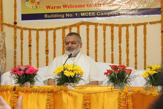 Presiding the valedictory celebration, Brahmachari Girish Ji said in his address that Vedic Science contains knowledge of every area of life.