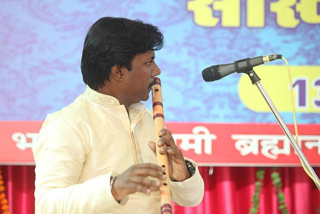 Pundit Pankajnath performing flute recital during Sanskriti Diwas Celebration 2019